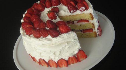 Çiyələkli ağ tort