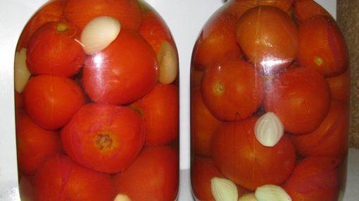 Duza qoyulmuş pomidor
