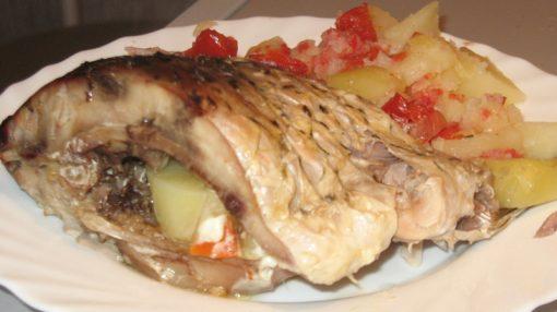 Sobada bişirilmiş tərəvəzli çəki balığı
