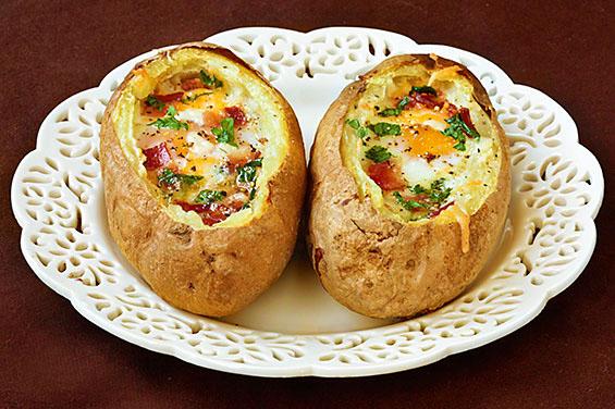 Kartof içərisində yumurta