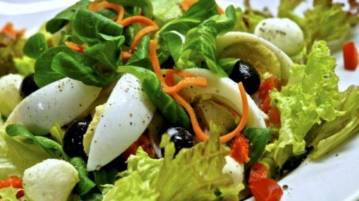 təzə holland pendiri ilə salata