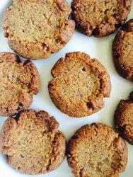 Fındıqlı un kurabiyəsi