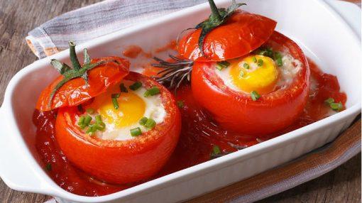 Yumurtalı pomidor dolması