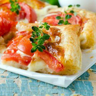 milfoy xəmirindən sadə pomidorlu tart