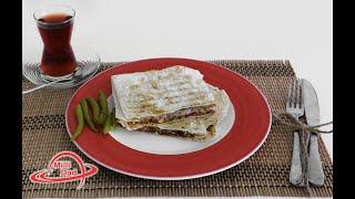 Hazır yuxa ilə tavata sucuklu tost