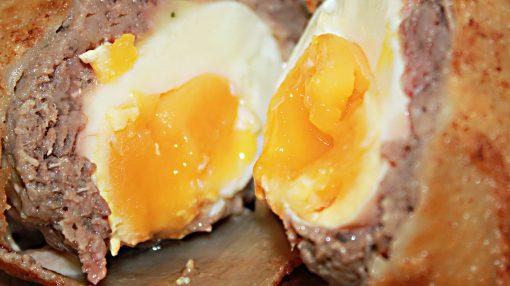 Qiymeli yumurta dolması